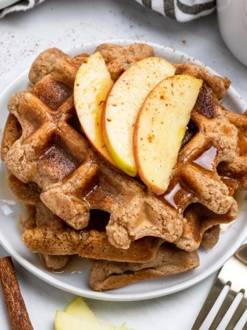 Vegan waffles with apples and cinnamon.