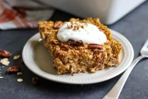Pumpkin Pie Baked Oatmeal. Have pumpkin pie for breakfast too with this hearty baked oatmeal recipe. Maple sweetened and with just the right spice. Perfect for cozy fall breakfasts! lemonsandzest.com