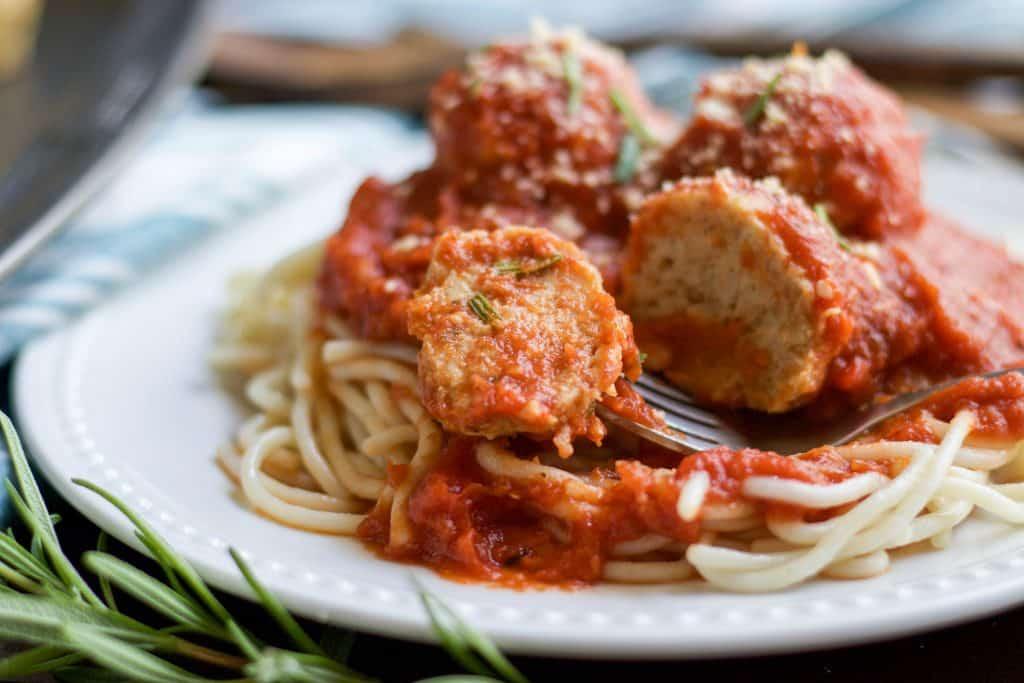 Rosemary Parmesan Chicken Meatballs. Dinner is served! Meal prepping these Rosemary Parmesan Chicken Meatballs will make weeknight meals a breeze. #mealprep #dinner #meatballs