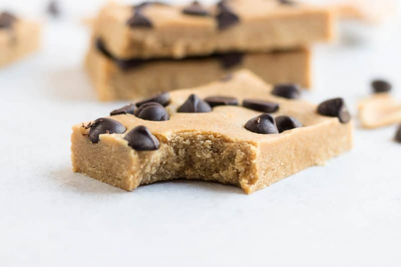 Copycat Perfect Bars. Vegan and egg free, this homemade version of your favorite Perfect Bar is now right at your fingertips. Creamy peanut butter, sea salt, vanilla protein and dark chocolate chips make these the perfect tasty snack. #peanutbutter #darkchocolate