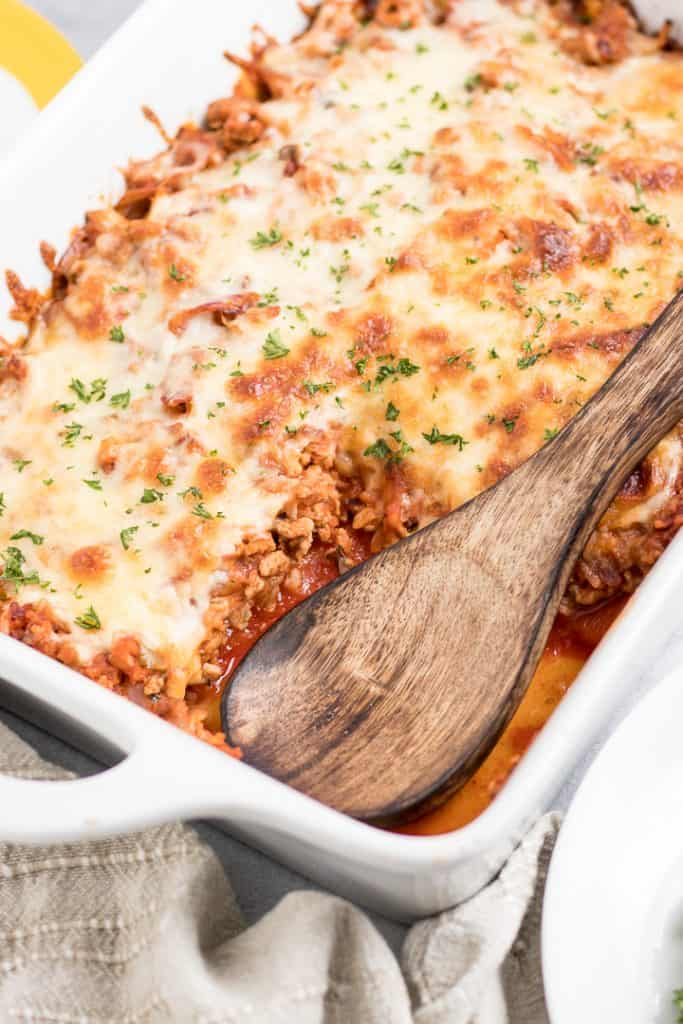 Un-Stuffed Pepper Bake. The best of stuffed bell peppers but without all of the work. This simple casserole makes for a perfect dinner the whole family will love. #bellpeppers #stuffedpeppers #unstuffedpeppers #stuffedpeppercasserole #casserole