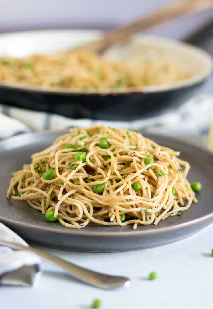 Browned Butter + Garlic Spaghetti with Spring Peas. This simple pasta dish cooks up in under 30 minutes and is rich and flavorful for a gourmet meal with no sweat! #pasta #brownedbutter #spaghetti #dinner #recipe