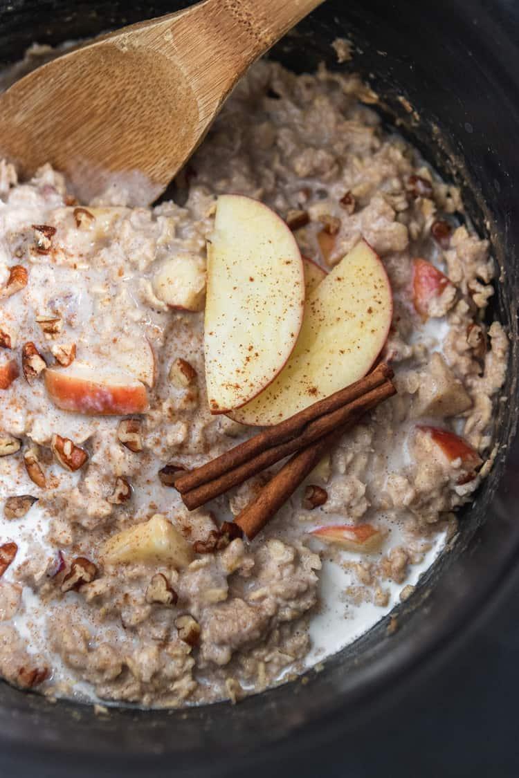 Apple Oatmeal in Slow Cooker.