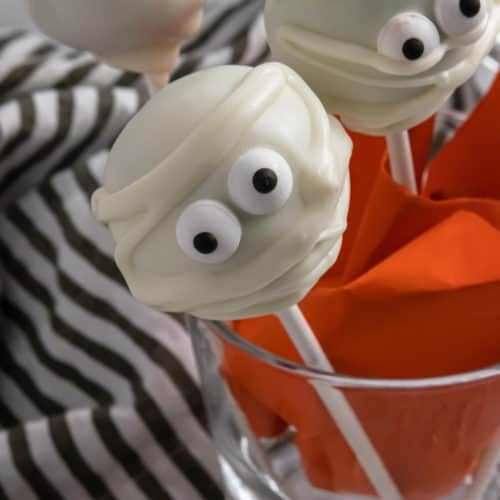 Easy Halloween cake pops in glass