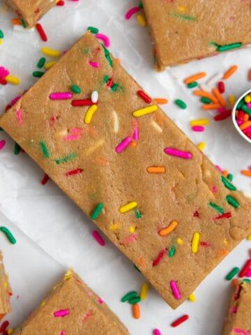 No bake birthday cake protein bars.